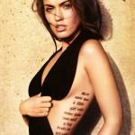 Tatouage d'écritures sur la hanche de Megan Fox