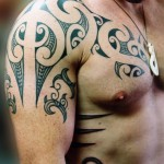 Photo de tatouage tribal : épaule homme