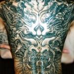 tatouage de dragon en dos integral pour homme