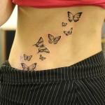 Photo de tatouage de papillons sur la hanche
