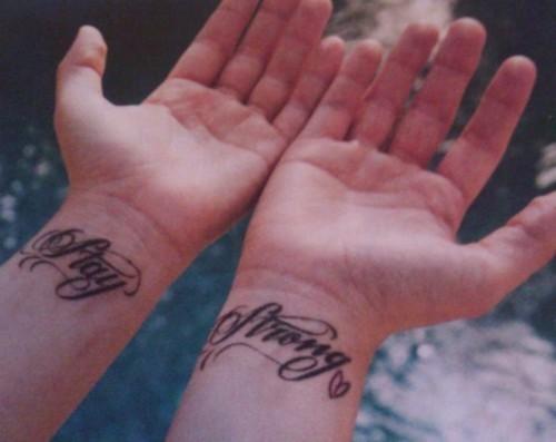 Tatouage demi lovato signification de ses tattoos tattoo tatouages com - Tatouage stay strong ...