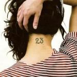 tatouage d'asia argento sur la nuque : numéro 23