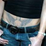 tatouage d'asia argento sur le bas ventre