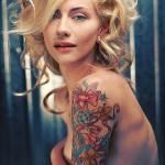 Fanny : son tatouage sur le bras : diamants, noeuds et fleurs