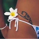 tatouage assorti blanc et bleu