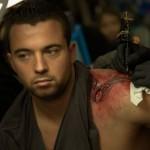 tatoauge hirondelle en cours sur epaule