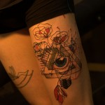 tatouage cuisse pyramide et oeil