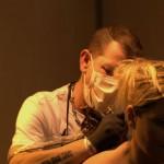 tatouage sur la nuque en cours