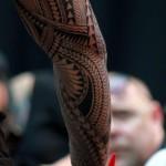 tatouage bras polynesien bras