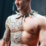 tatouage polynesien demi corps
