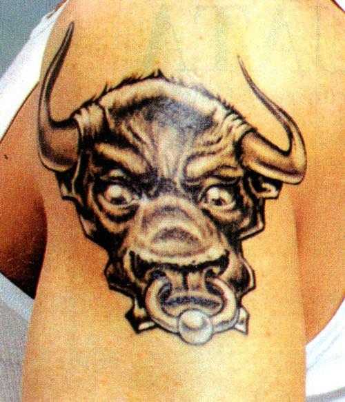 Tatouage taureau de jean paul gautier fait par tin tin tattoo tatouages com - Image de tatouage ...