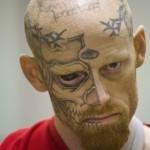 """Jason """"eyeball Barnum, tueur fou et tatoué jusque dans le blanc des yeux"""
