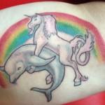 tatouage insolite de dauphin avec une licorne