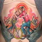 tatouage insolite : hug life