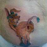 tatouage insolite de bourricot sur le nombril