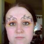 tatouage insolite de sourcils fleuris