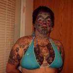 Tatouage insolite sur le visage