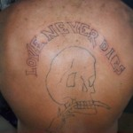 Tatouage raté Love never dies
