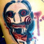 Tatouage raté marionnette Billy de Saw