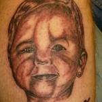 Tatouage raté portrait d'enfant deformé