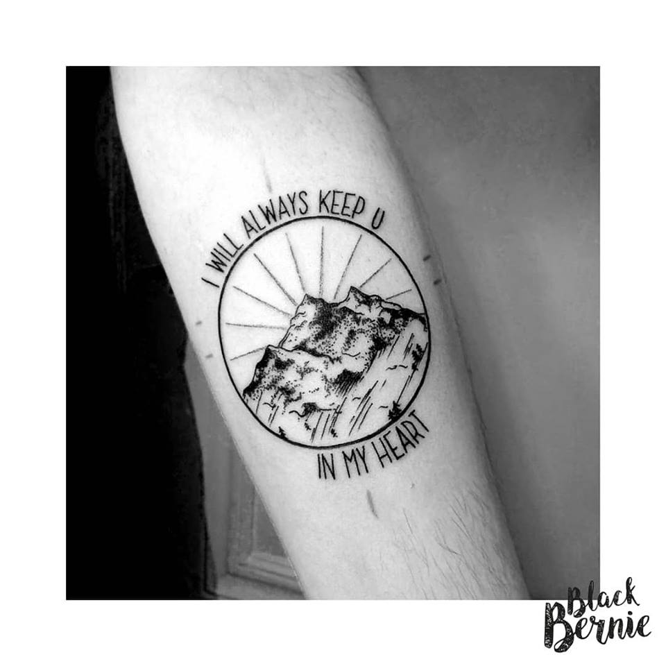 Black Bernie Tattoo Une Tatoueuse Qui Dechire A Lyon Tattoo