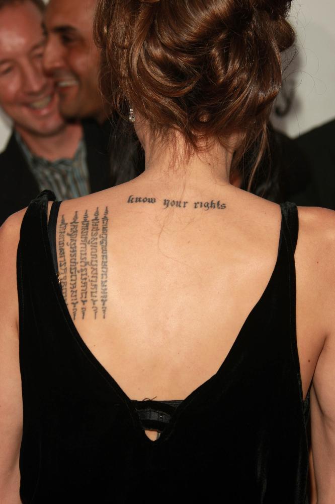 Haut Tatouage Angelina Jolie, signification tatouages Angelina Jolie  ID62
