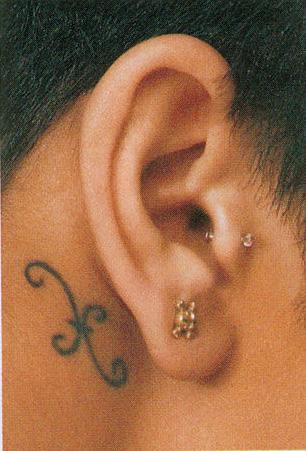 tatouage derrière l'oreille - tatouages et piercings - forum beauté