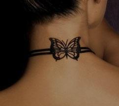 tatouage nuque mod le de tattoo sur la nuque le cou. Black Bedroom Furniture Sets. Home Design Ideas
