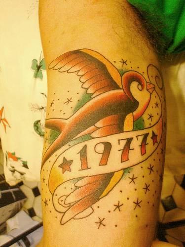 Tatouage old school mod le de tatouage old school signification des tattoos old et new school - Tatouage hirondelle old school ...