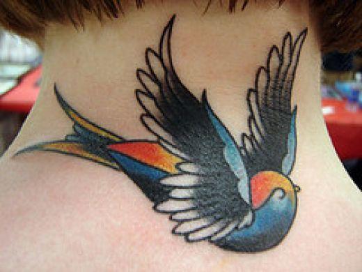 Modele Tatouage Hirondelle Symbolique De L Hirondelle Tatouage Old School Tattoo Couleur Tattoo Tatouages Com