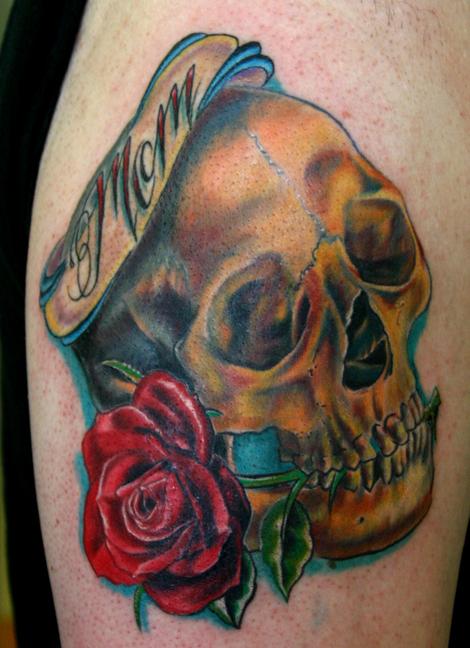 tatouage rose old school symbolique rose et tattoo rose. Black Bedroom Furniture Sets. Home Design Ideas