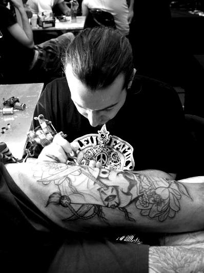 Convention tatouage lyon 2011 compte rendu lyon tattoo - Tatouage sur la cuisse ...